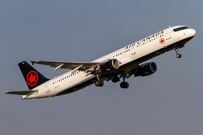 Air Canada A321-200 (C-GJVX)