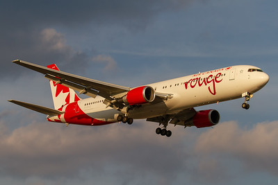 Air Canada Rouge B767-300 (C-GDUZ)