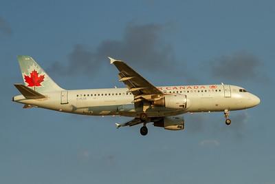 Air Canada A320-200 (C-FLSS)