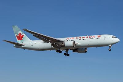 Air Canada B767-300 (C-GHOZ)