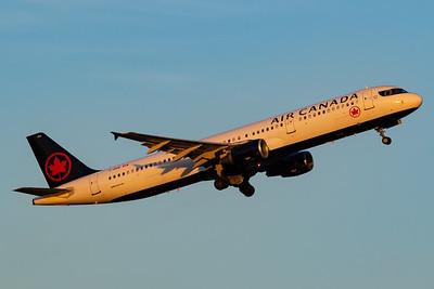Air Canada A321-200 (C-GIUE)