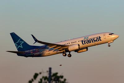 Air Transat B737-800 (C-GTQF)-2