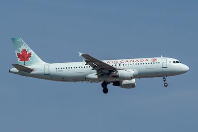 Air Canada A320-200 (C-FDRP)