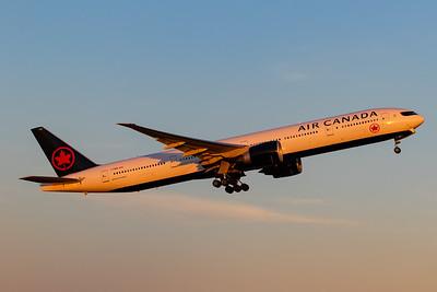 Air Canada B777-300ER (C-FNNQ)