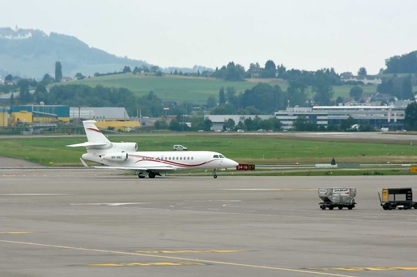Flying Service Dassault Falcon OO-ABC, Zurich, Tues 16 June 2015 - 1608.
