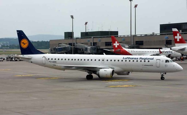 Lufthansa CityLine Embraer ERJ-195 D-AEBO, Zurich, Tues 16 June 2016 - 1627.