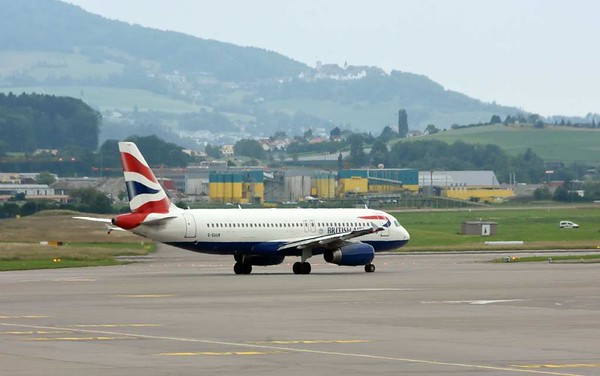 British Airways Airbus A320-200 G-EUUR, Zurich, Tues 16 June 2015 - 1558.
