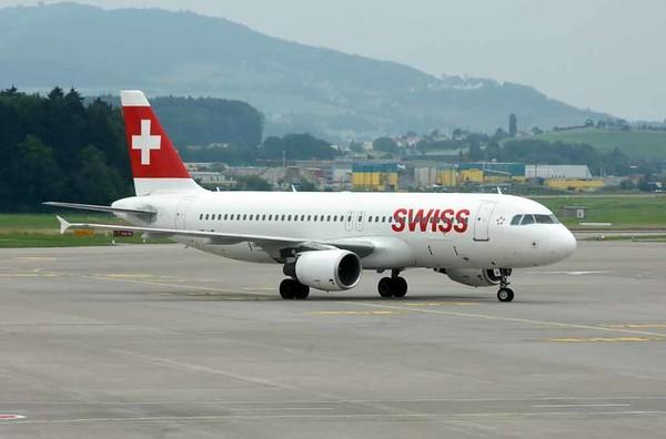 Swiss Airbus A320-200 HB-IJB, Zurich, Tues 16 June 2016 - 1658.