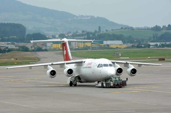 Swiss Avro RJ100 HB-IYR, Zurich, Tues 16 June 2015 - 1659.