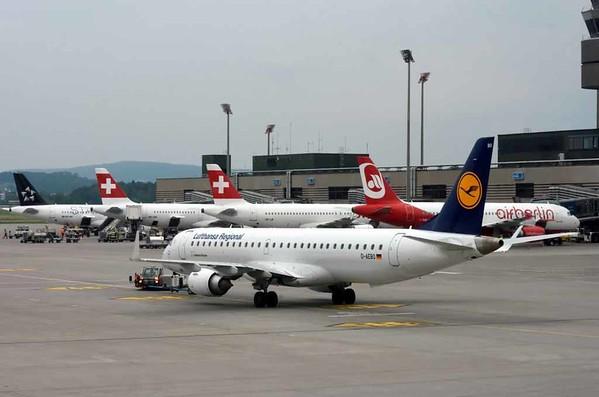 Lufthansa CityLine Embraer ERJ-195 D-AEBO, Zurich, Tues 16 June 2016 - 1700.