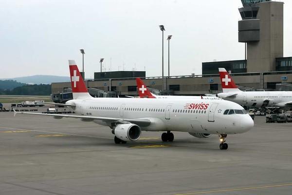 Swiss Airbus A321-100 HB-IOK, Zurich, Tues 16 June 2015 - 1557.