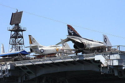 McDonnell Douglas F-4N Phantom II, 153030 / NF-102 / NE-101, & Douglas A-4F Skyhawk, 154977 / NM-301, displayed on the deck of USS Midway - 31/08/16.