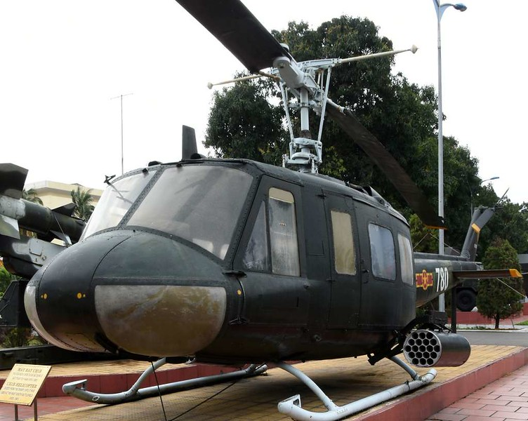Bell UH-1 780 / TS 69-15130, Museum of Military Zone 5, Da Nang, 12 March 2018 3.