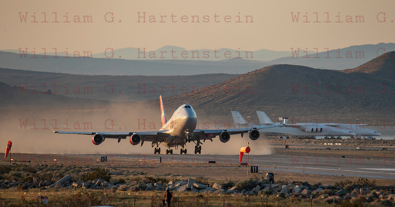 Virgin Orbit's Cosmic Girl does a touch and go on Rwy 30 at Mojave Air and Space Port 04-10-2019