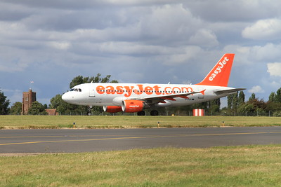 Easyjet Airbus A319-111, G-EZII, taking off from Southend Airport - 21/08/16.