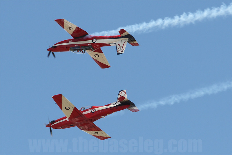 No major Australian Airshow is complete without representation from the Roulettes demonstration team. Here Roulette 5 & 6 perform the Mirror Pass