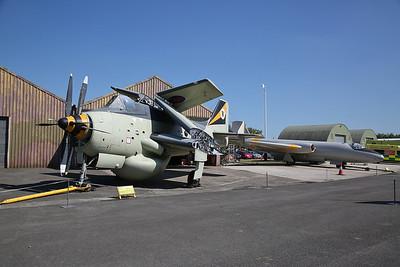 ex-RN Fairey Gannet AEW.3, XL502 & ex-RAF English Electric Canberra T.4, WH846 - 06/05/18