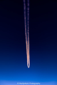 Contrail Boeing 777