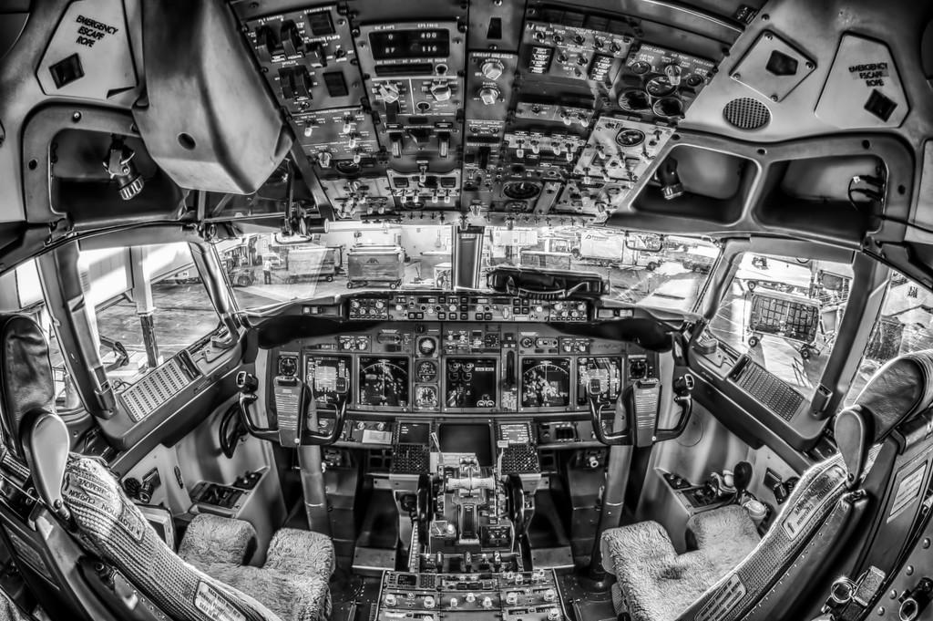 """Boeing 737-700 cockpit fisheye"""