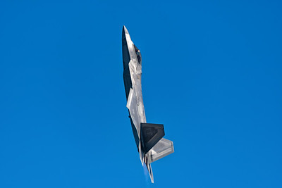 F-22 Going Vertical!