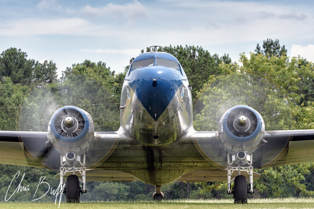 Nose to nose with a DC-3 - 2016 Christopher Buff, www.Aviationbuff.com