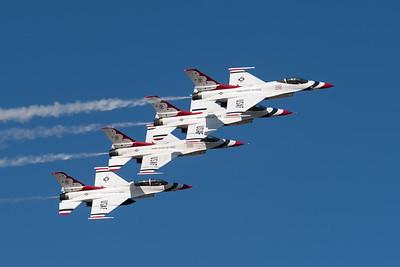 Thunderbirds Echelon Formatino
