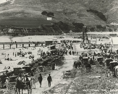 Crowds at Avila Beach on Fleet Day, 1908, #01.01.0259