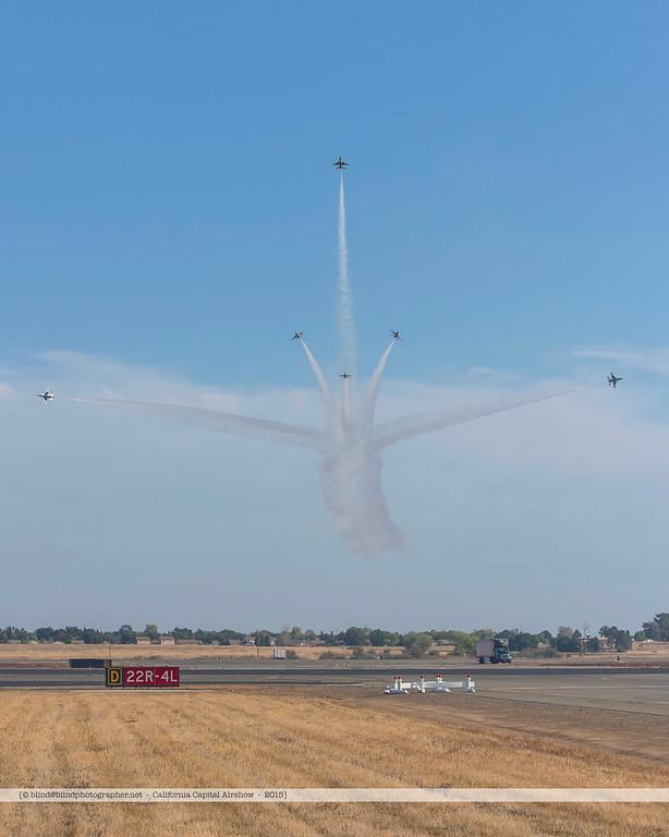 F20151004a151136_8001-F-16-Thunderbirds-in flight