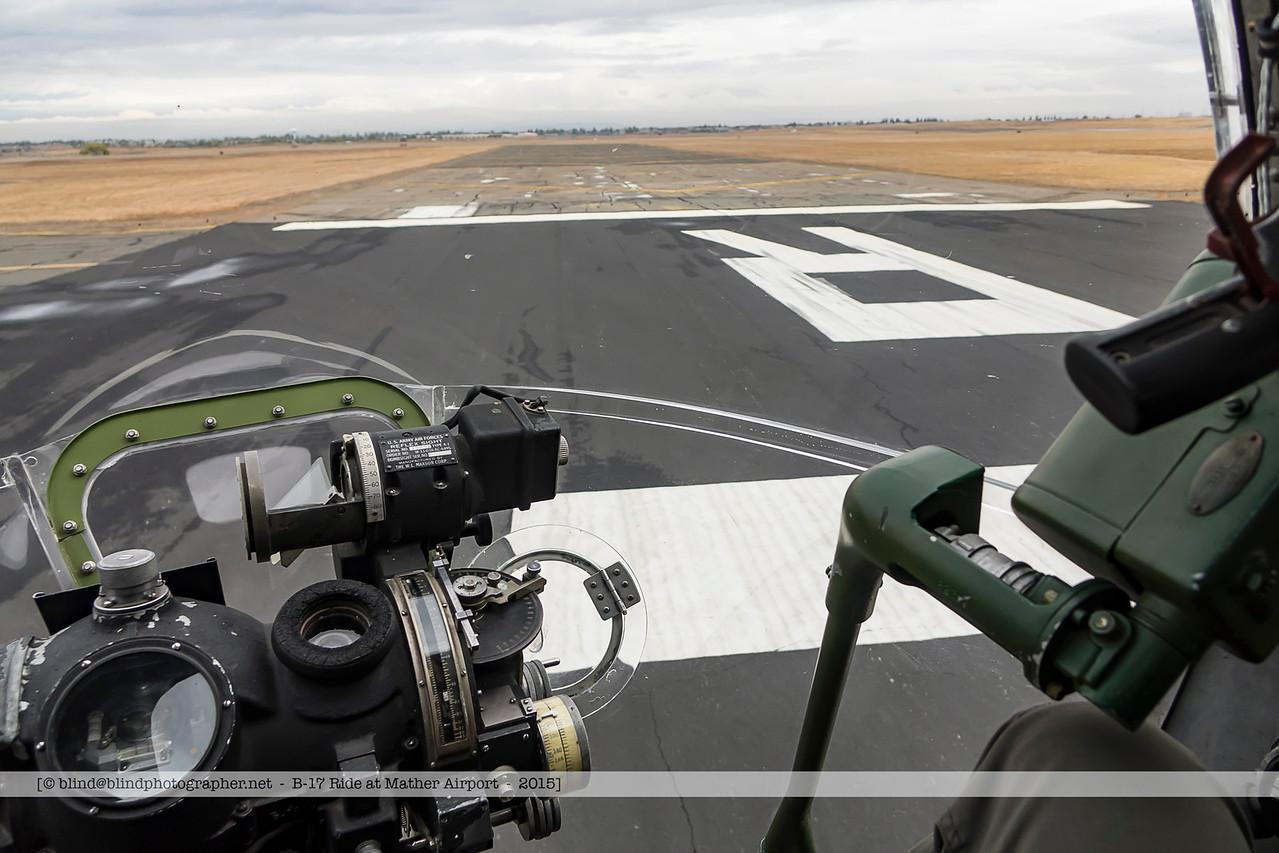 F20151001a114838_01206-B-17-Landing-Nose