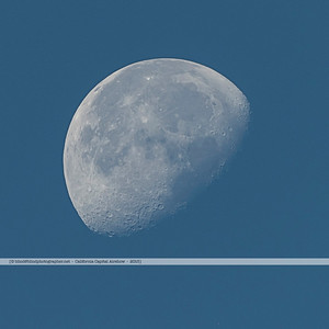 F20151002a074954_2490-Moon in a blue sky-day