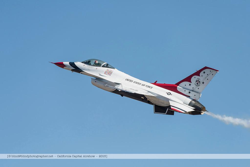 F20151002a144656_3845-Thunderbirds-F-16-show