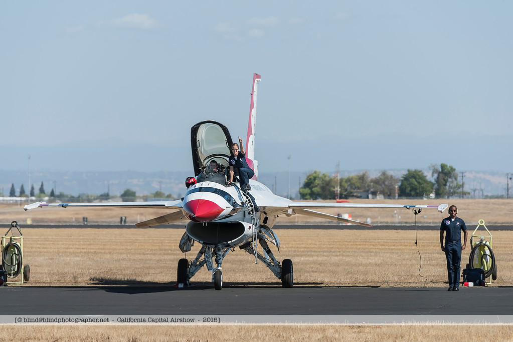 F20151002a141002_3627-Thunderbirds-F-16-getting ready for take-off