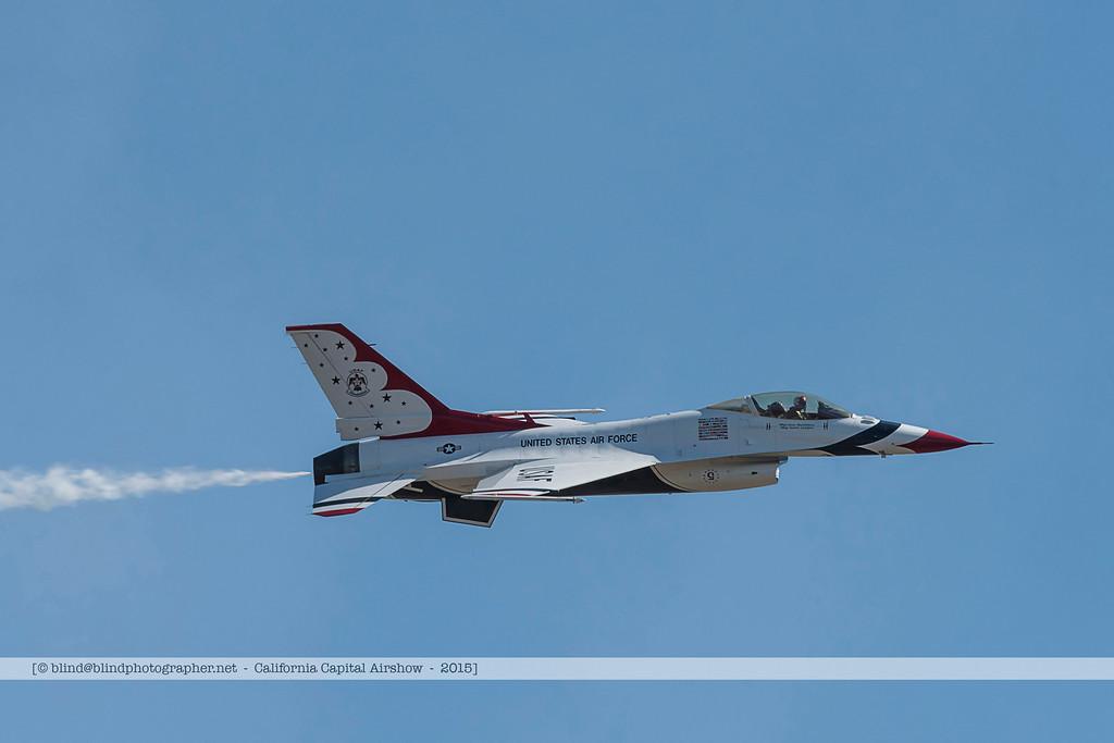 F20151002a144039_3772-Thunderbirds-F-16-show