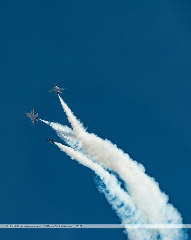 F20151004a151330_8025-settings-F-16-Thunderbirds-in flight