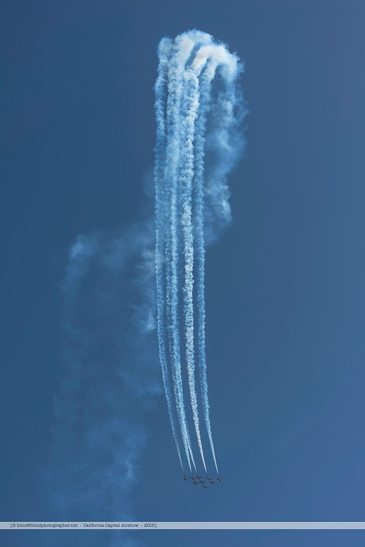 F20151004a134223_7301-Snowbirds-in flight