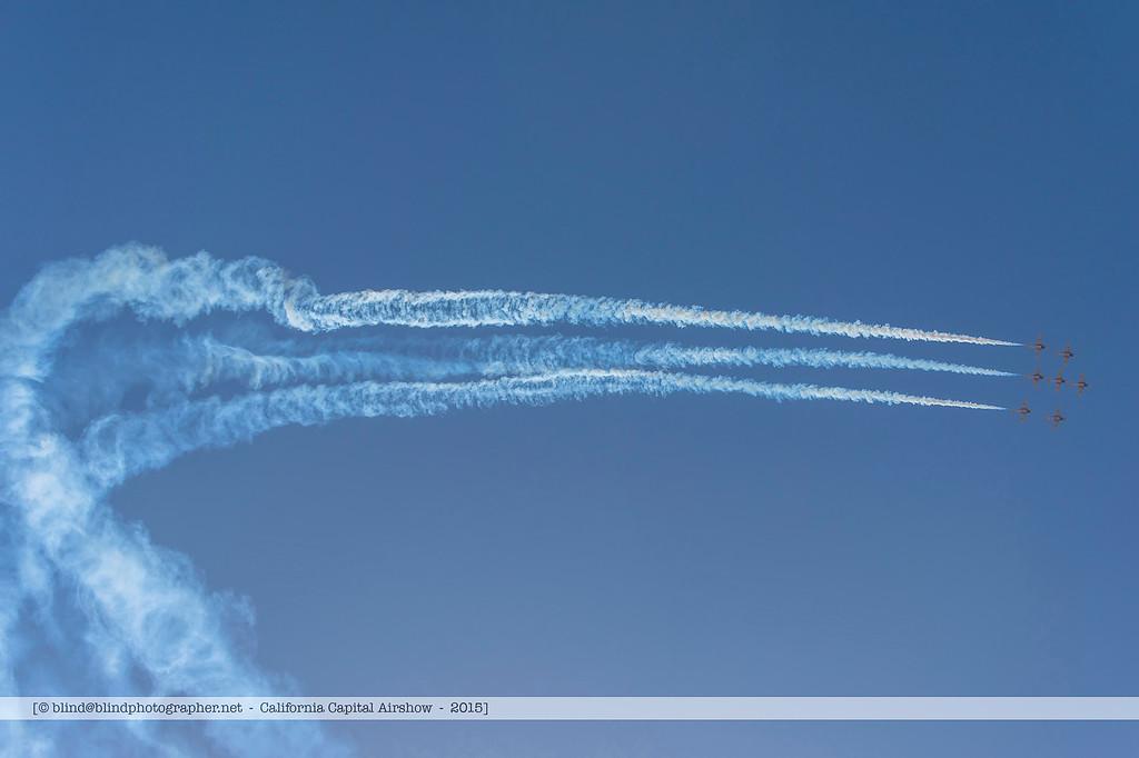 F20151004a140149_7407-Snowbirds-in flight