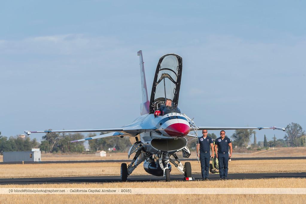 F20151004a153432_8137-F-16-on the ground-Thunderbirds