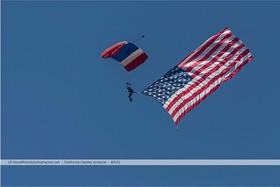 F20151004a120336_6728-parachutiste-drapeau-flag