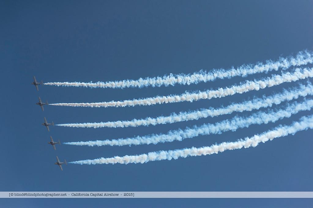 F20151004a135602_7377-Tutor-Snowbirds-in flight