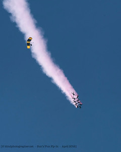 F20160407a144334_0494-parachutists-Golden Knights