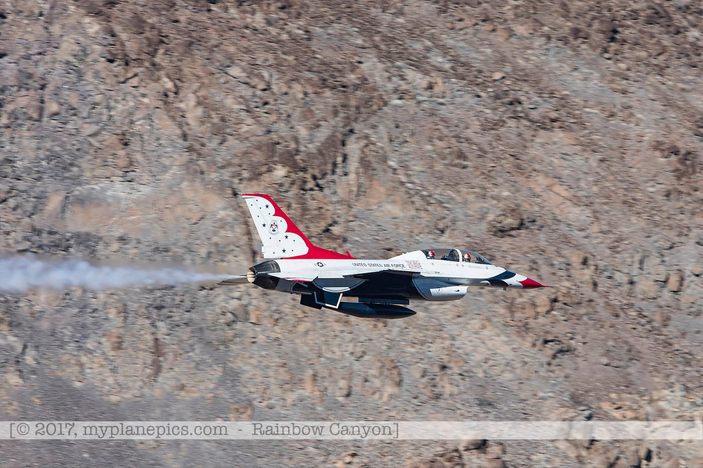 F20170131a133117_0201-Rainbow Canyon-F-16-Thunderbirds-No7-petit