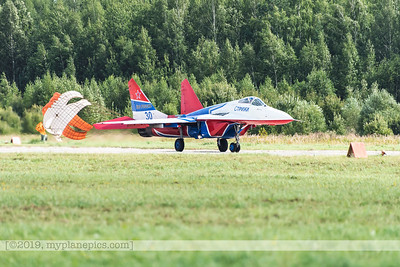 F20170827a111811_7965-MiG-29UB Fulcrum-Swifts-Strizhi-Russian Air Force-landing