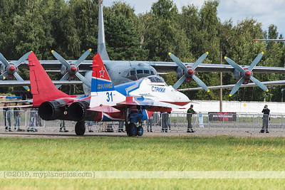 F20170827a112150_8015-MiG-29UB Fulcrum-Swifts-Strizhi-Russian Air Force-landing