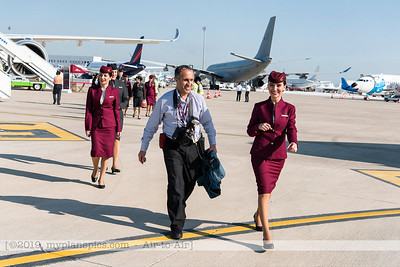 F20180425a085130_4852-QATAR-Hôtesses,stewardesses-OTG-walking-settings
