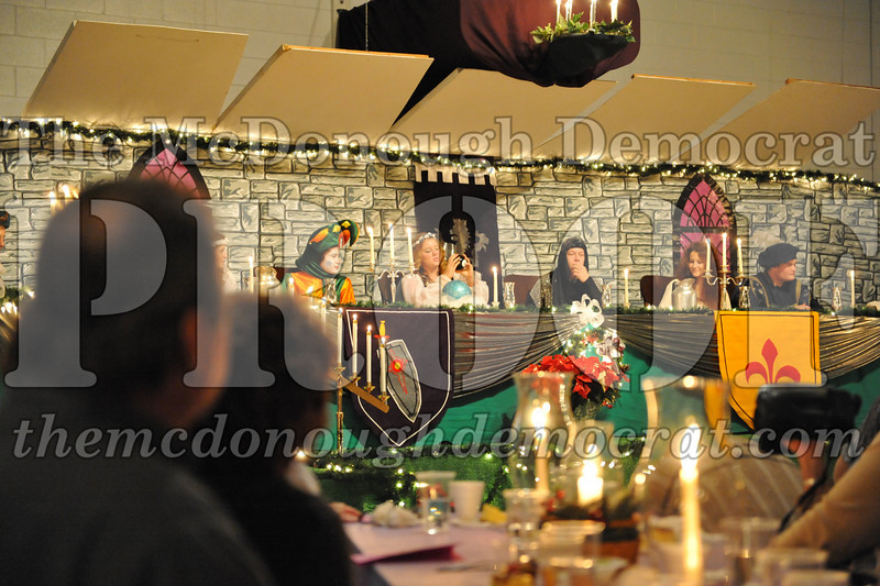 AHS Madrigal Dinner 12-11-10 034