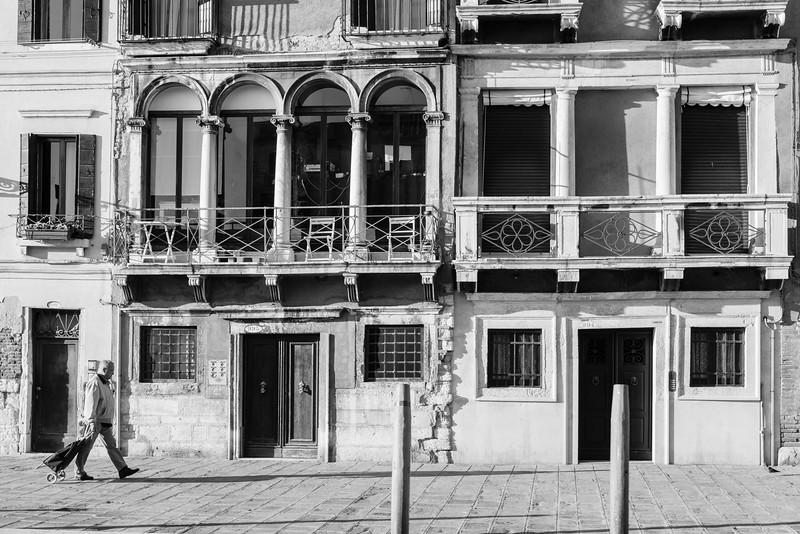 32/45 Façades sur Fondamenta Cannaregio, vue du vaporetto.
