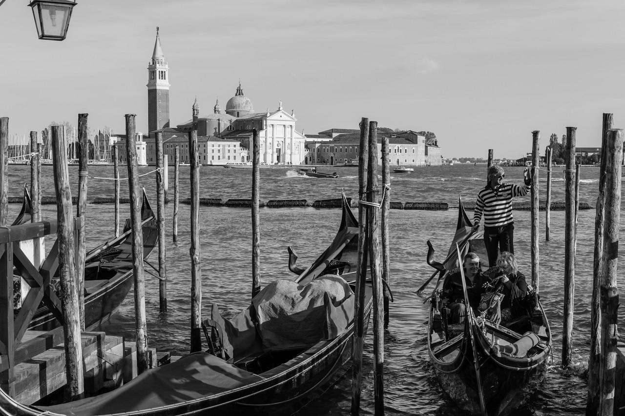 5/45 Ile de San Giorgio, vue depuis le môle des gondoles de la Riva degli Schiavoni.