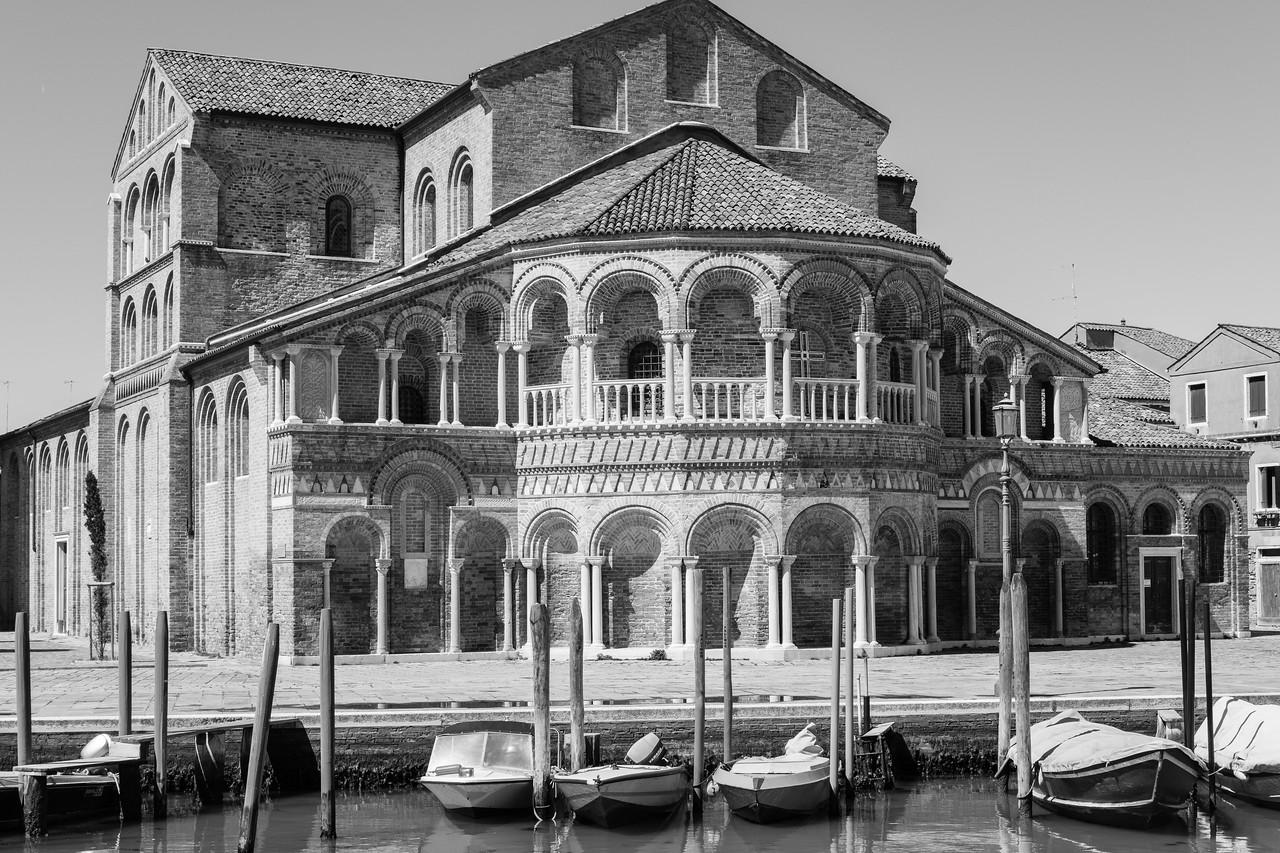 27/45 Chiesa dei santi Maria e Donato, vue depuis le pont San Donato, Murano.