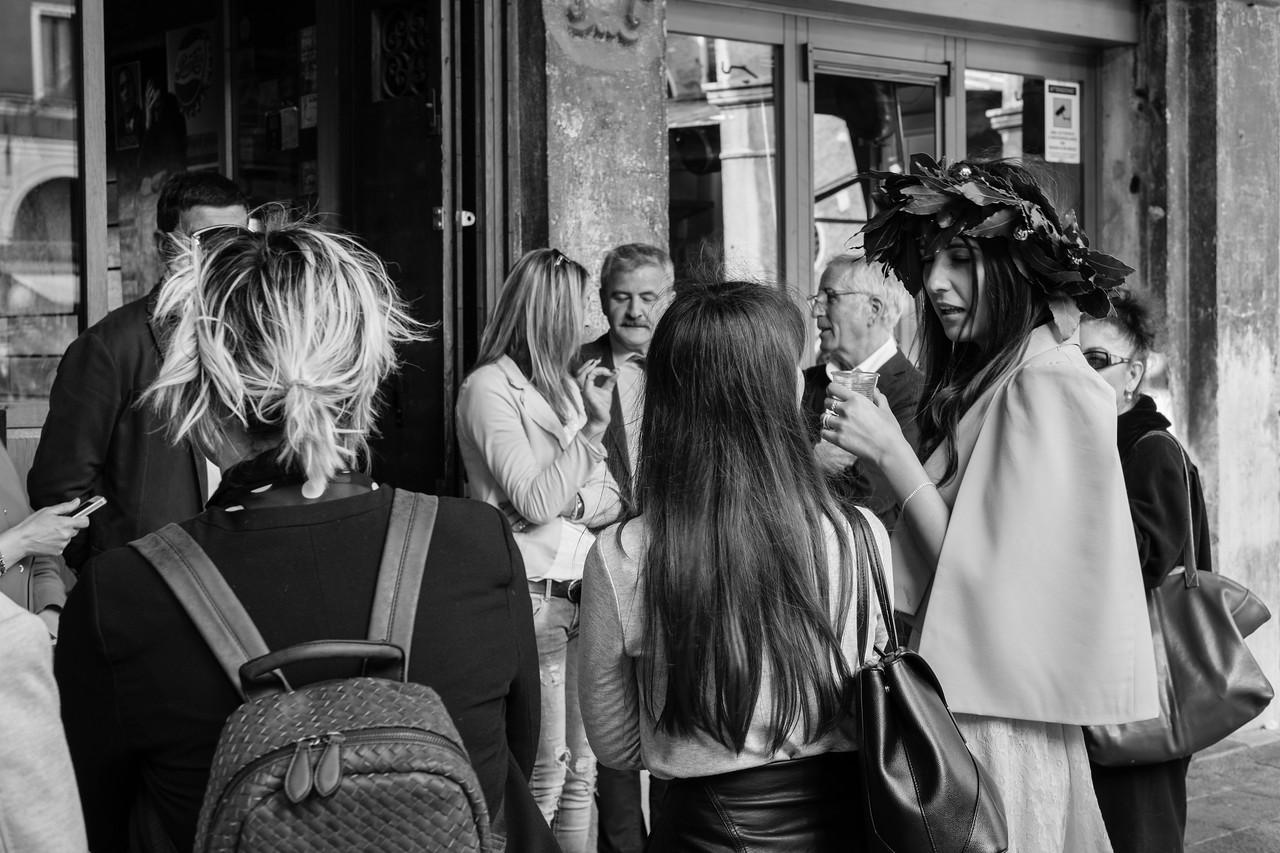 45/45 Dottore, elle est Dottore ! A Venise aussi les étudiants passent leurs concours et portent les lauriers de leur réussite en parcourant les rues accompagnés de leur famille et amis. Et fin du séjour...