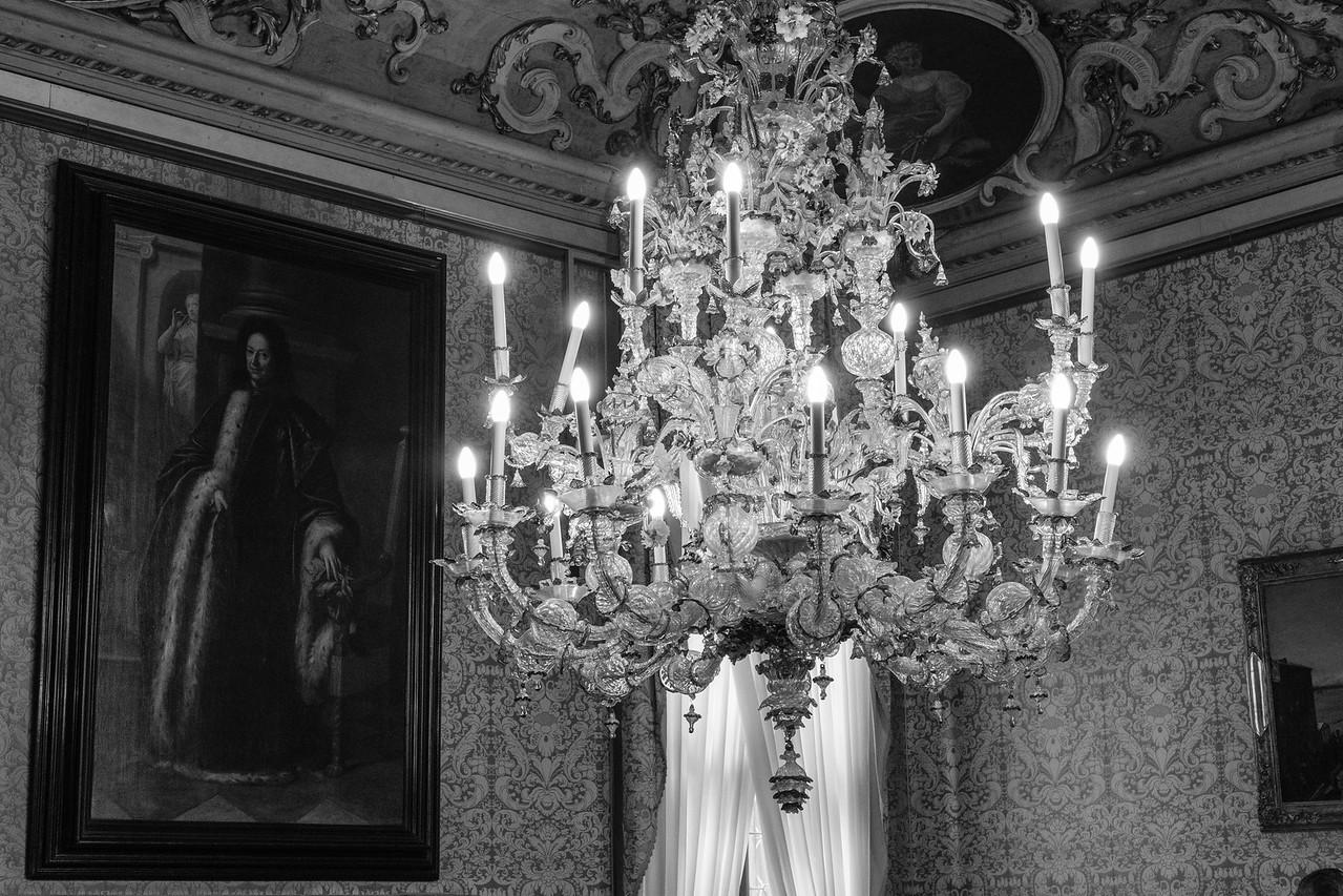 16/45 Grande suspension de Murano et peintures, Salle Brustolon, Ca'  Rezzonico.